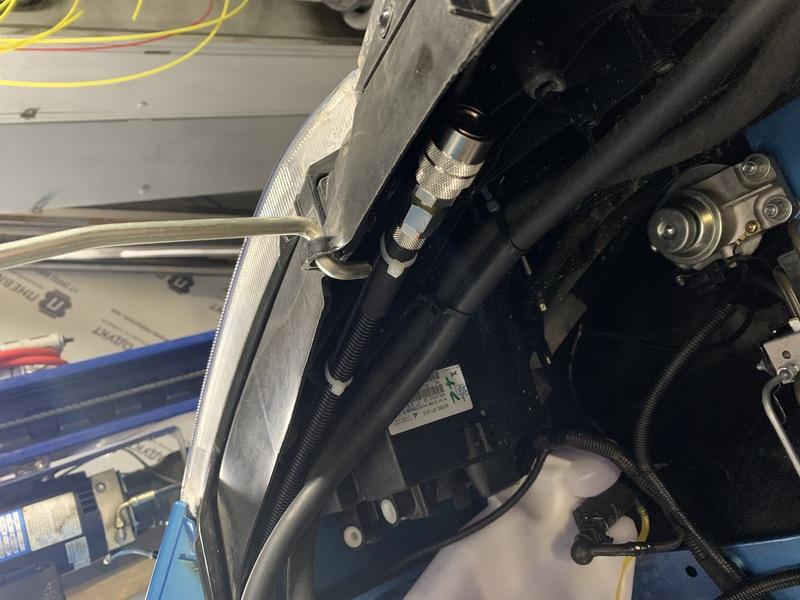 Разъем для подключения шланга подкачки шин в устройстве пневмоподвески для Газель